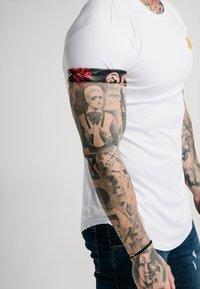 SIKSILK - T-shirt imprimé - white - 4