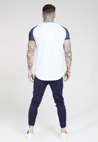 SIKSILK - CURVED HEM RAGLAN TEE - Print T-shirt - white - 2