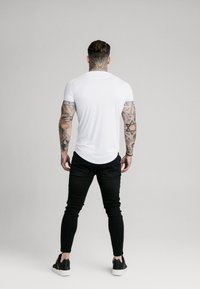 SIKSILK - IRIDESCENT TECH TEE - T-shirt imprimé - white - 2