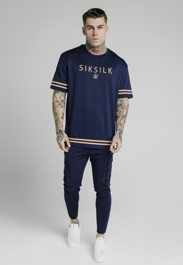 ESSENTIAL TEE - T-shirts med print - navy eclipse