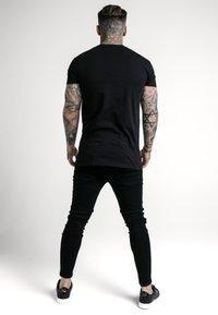 SIKSILK - RHINESTONE CHERUB TEE - T-shirts print - black - 2