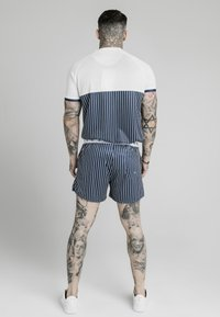 SIKSILK - T-shirt imprimé - white  navy - 2