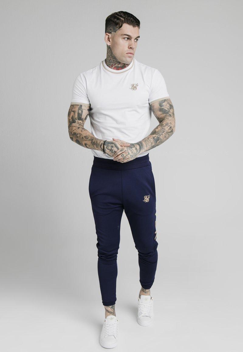SIKSILK - T-shirt print - white