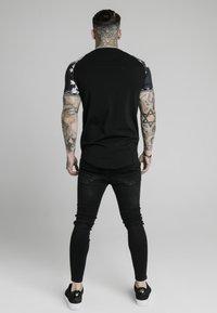 SIKSILK - Print T-shirt - black - 2