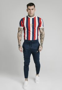 SIKSILK - T-shirt con stampa - navy red  white - 1