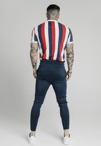 SIKSILK - T-shirt con stampa - navy red  white - 2