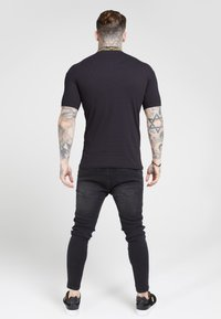 SIKSILK - CHAIN RIB COLLAR - Basic T-shirt - black - 2