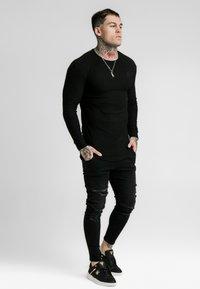 SIKSILK - LONG SLEEVE BRUSHED GYM TEE - Long sleeved top - black - 1