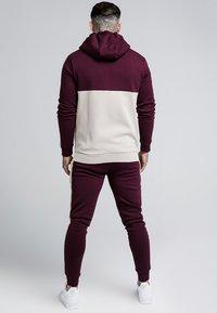 SIKSILK - CUT AND SEW TAPED ZIP THROUGH HOODIE - veste en sweat zippée - burgundy cream - 2