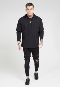 SIKSILK - BOXY DOUBLE SLEEVE HOODIE - Jersey con capucha - black /gold - 0