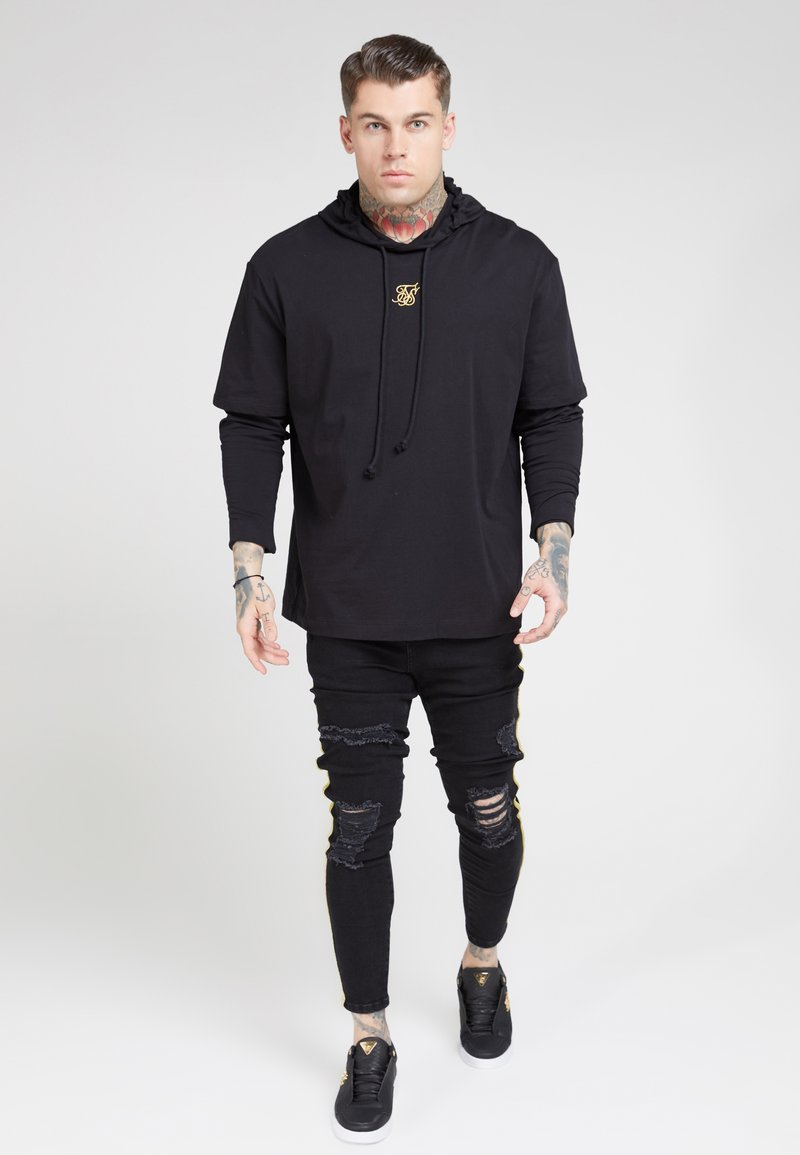 SIKSILK - BOXY DOUBLE SLEEVE HOODIE - Jersey con capucha - black /gold