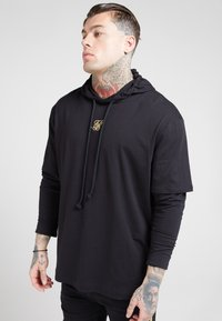 SIKSILK - BOXY DOUBLE SLEEVE HOODIE - Jersey con capucha - black /gold - 5