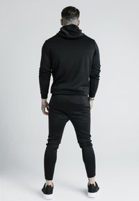 SIKSILK - X DANI ALVES MUSCLE FIT OVERHEAD HOODIE - Mikina s kapucí - black/gold - 2