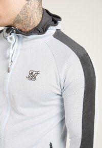 SIKSILK - ATHLETE EYELET ZIP THROUGH HOODIE - Trainingsjacke - ice grey/charcoal - 4