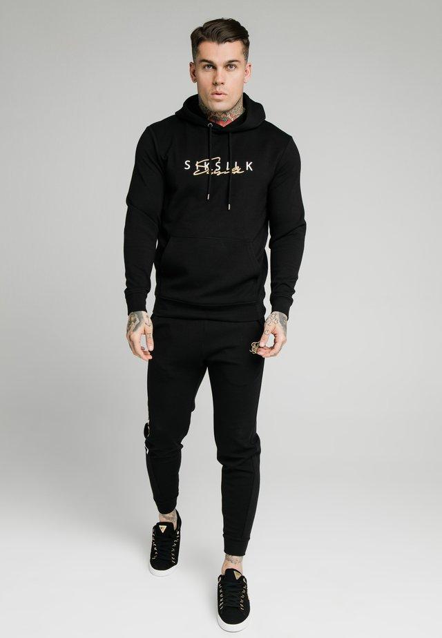 SIGNATURE OVERHEAD - Jersey con capucha - black