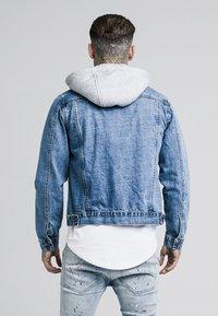 SIKSILK - DETACHABLE HOOD - Veste en jean - mid wash blue - 2