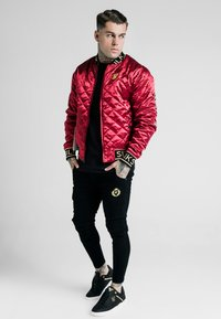 SIKSILK - DANI ALVES REVERSIBLE BOMBER JACKET - Giubbotto Bomber - dark red/black - 3
