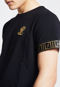 SIKSILK - LONDON - Camiseta estampada - black