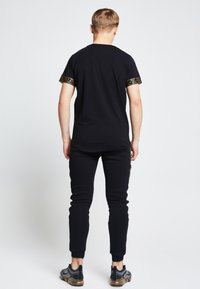 SIKSILK - LONDON - Camiseta estampada - black - 2