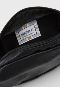 SIKSILK - BUMBAG - Bæltetasker - black - 3