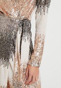 SISTA GLAM PETITE - CECILY - Vestito elegante - gold - 5