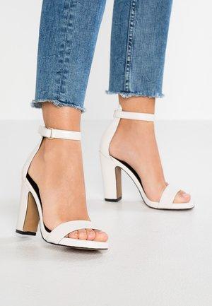 FELTON - Sandály na vysokém podpatku - chalk