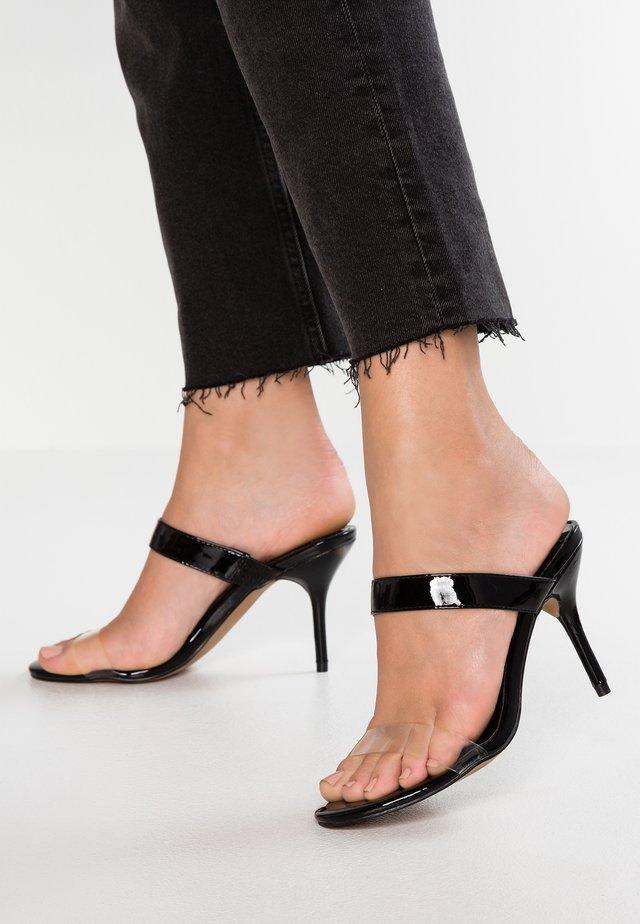 DELILAH - Pantofle na podpatku - black