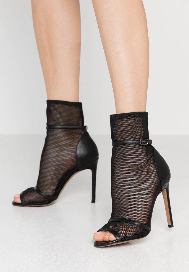 DAKOTA - Højhælede støvletter - black