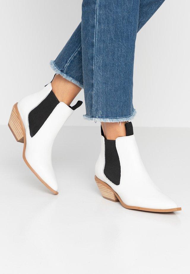 NARA - Kotníková obuv - chalk