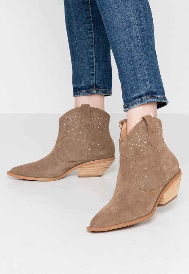 NADIA - Cowboy/biker ankle boot - taupe