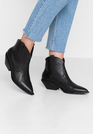 NADIA - Kovbojské/motorkářské boty - black