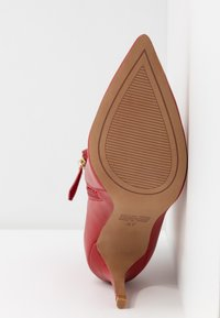 Siren - BENJAMIN - Højhælede støvletter - ruby - 6