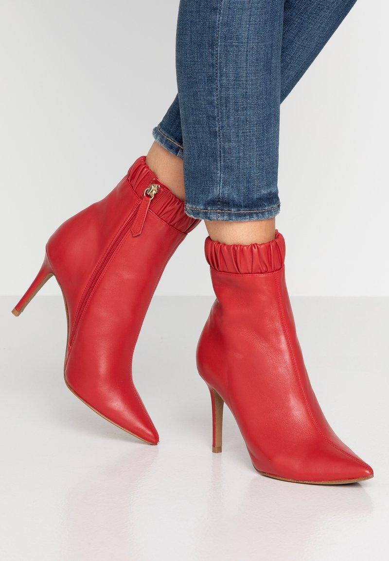 Siren - BENJAMIN - High Heel Stiefelette - ruby