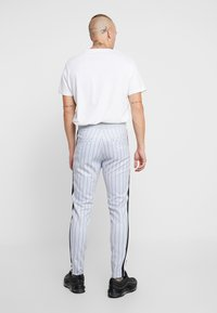 SINNERS ATTIRE - PINSTRIPE - Pantalones deportivos - grey - 2