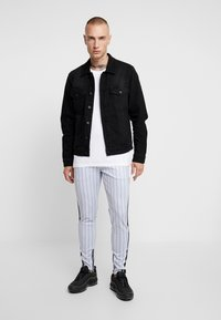 SINNERS ATTIRE - PINSTRIPE - Pantalones deportivos - grey - 1