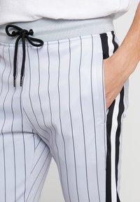SINNERS ATTIRE - PINSTRIPE - Pantalones deportivos - grey - 3