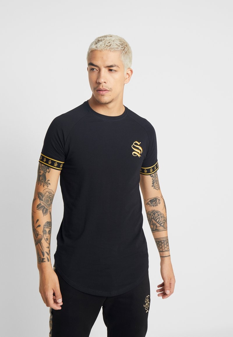 SINNERS ATTIRE - TAPE TEE - Triko s potiskem - black/gold