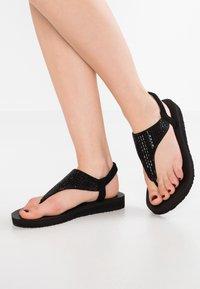 Skechers - MEDITATION - ROCK CROWN - Sandalias de dedo - black - 0