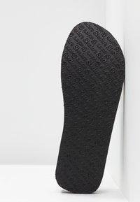 Skechers - VINYASA BEACH LEAGUE - Sandalias de dedo - black - 6