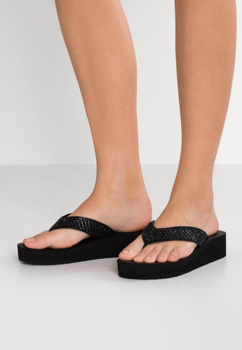 Skechers - VINYASA BEACH LEAGUE - Sandalias de dedo - black