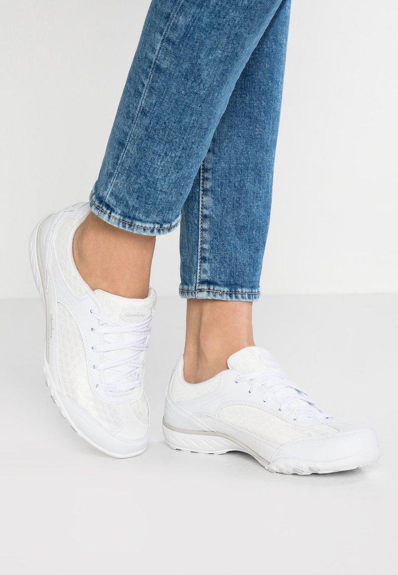 Skechers - BREATHE-EASY-SIMPLY SINCERE - Sneaker low - white