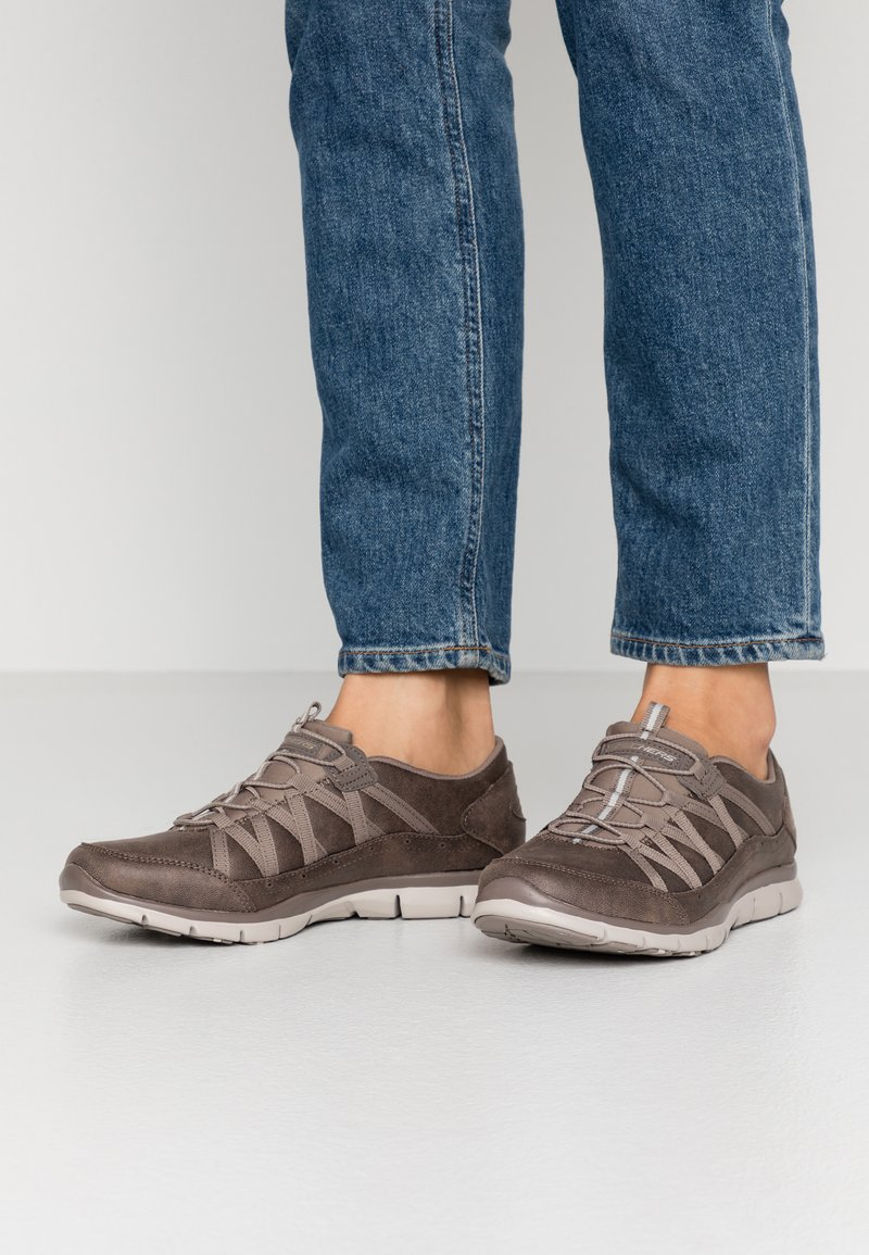 Skechers - GRATIS - Loafers - dark taupe/taupe