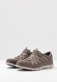 Skechers - GRATIS - Loafers - dark taupe/taupe - 4