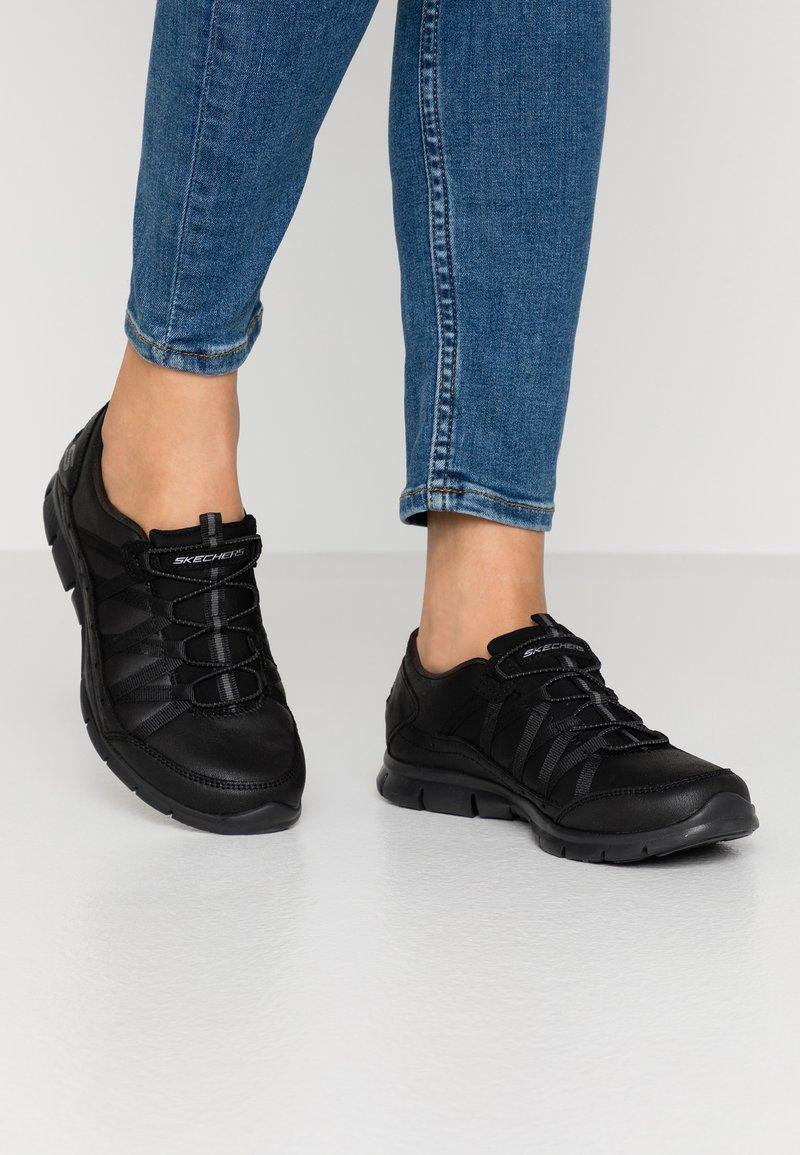 Skechers - GRATIS - Nazouvací boty - black