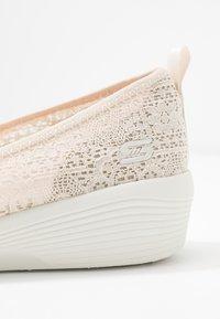 Skechers - ARYA - Ballerinasko - natural/offwhite - 2