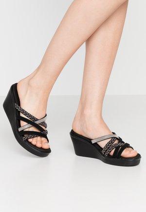 RUMBLE ON - Pantofle na podpatku - black