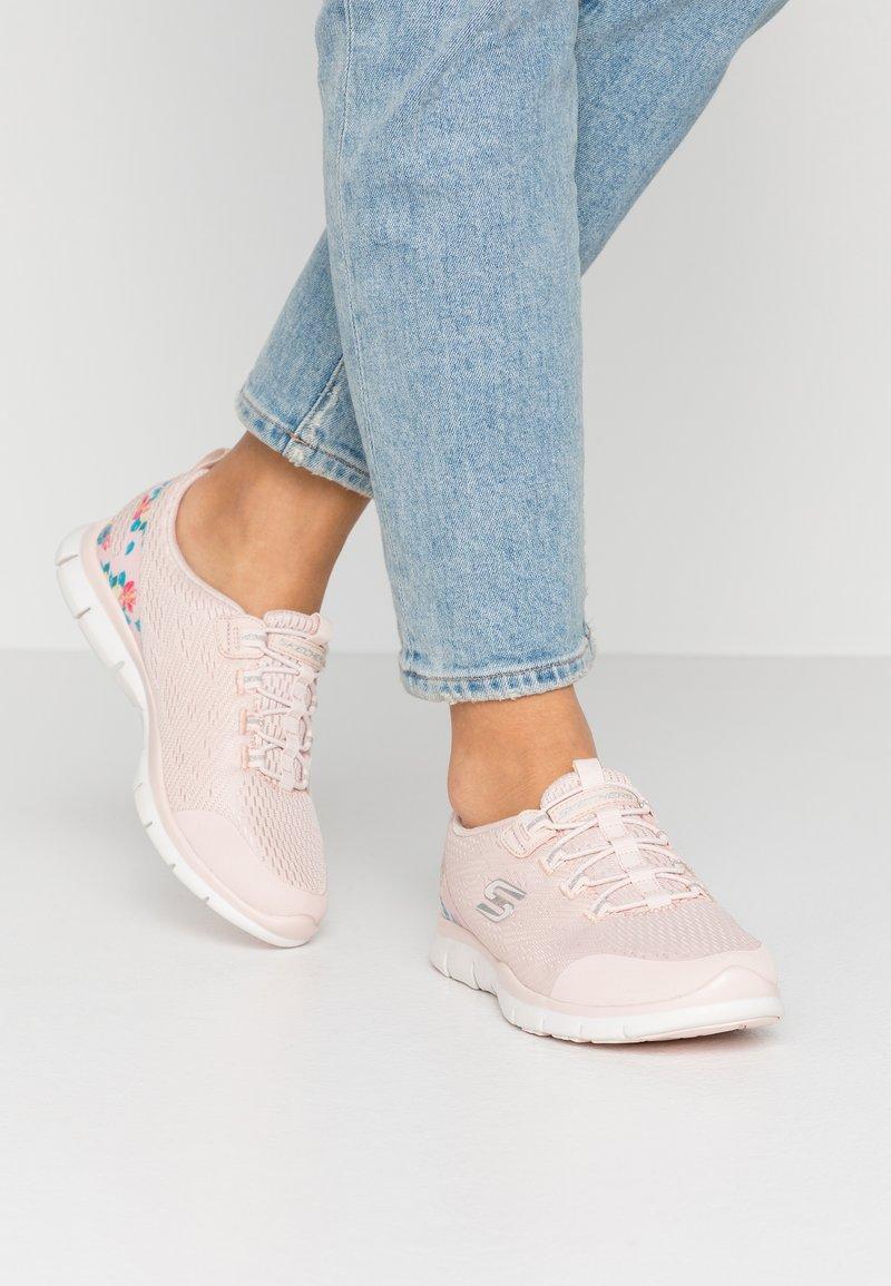 Skechers - Loaferit/pistokkaat - light pink/hot melt/offwhite