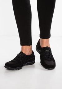 Skechers - BREATH EASY - Slipper - black - 0