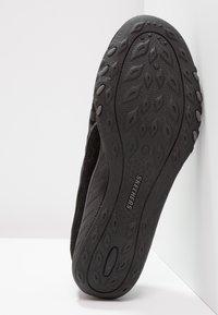 Skechers - BREATH EASY - Slipper - black - 5