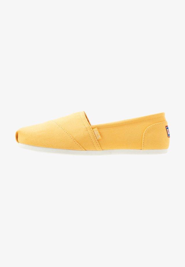 BOBS PLUSH - Półbuty wsuwane - yellow